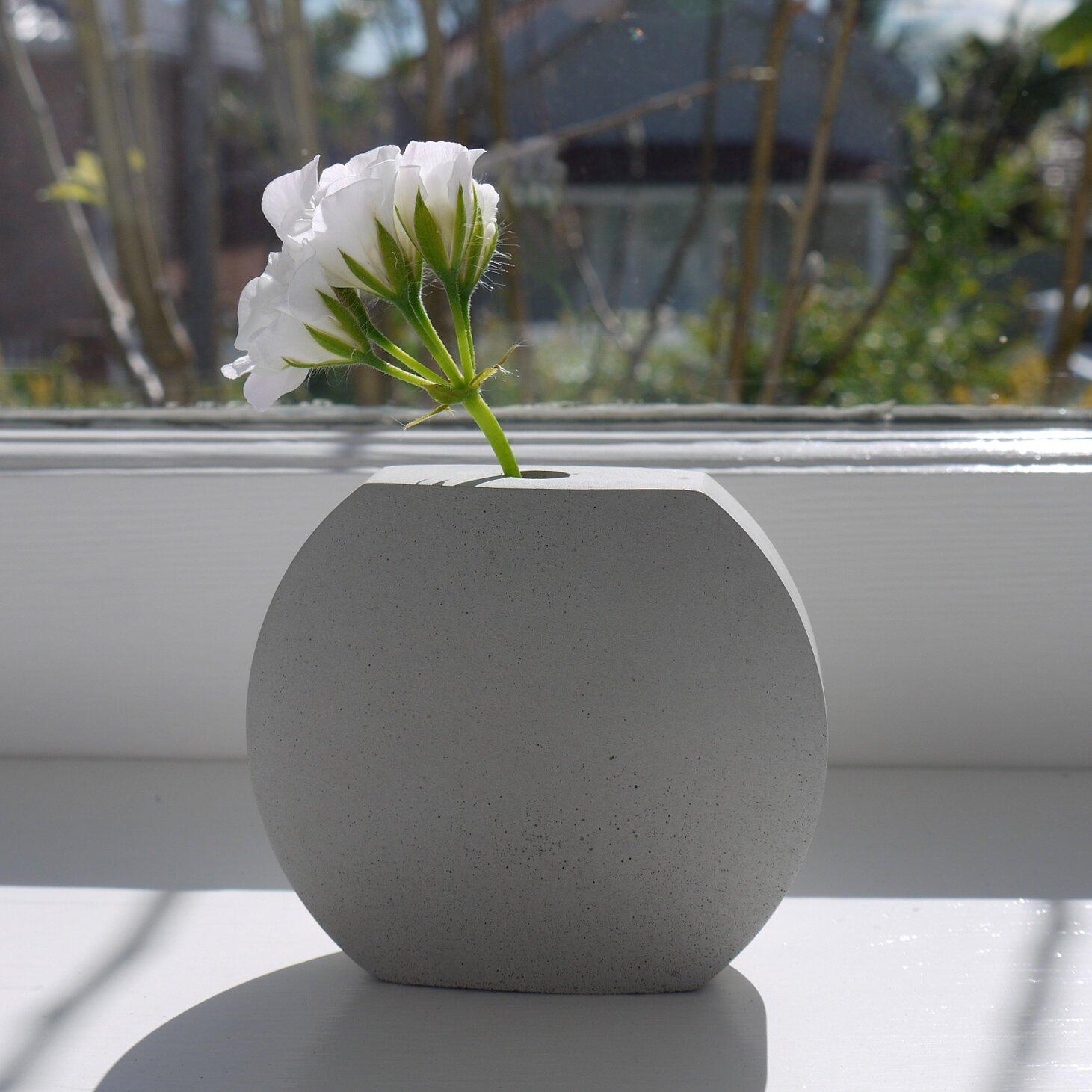 Epoch Vase by Bronwen Williams _Flower+A-Sill-1