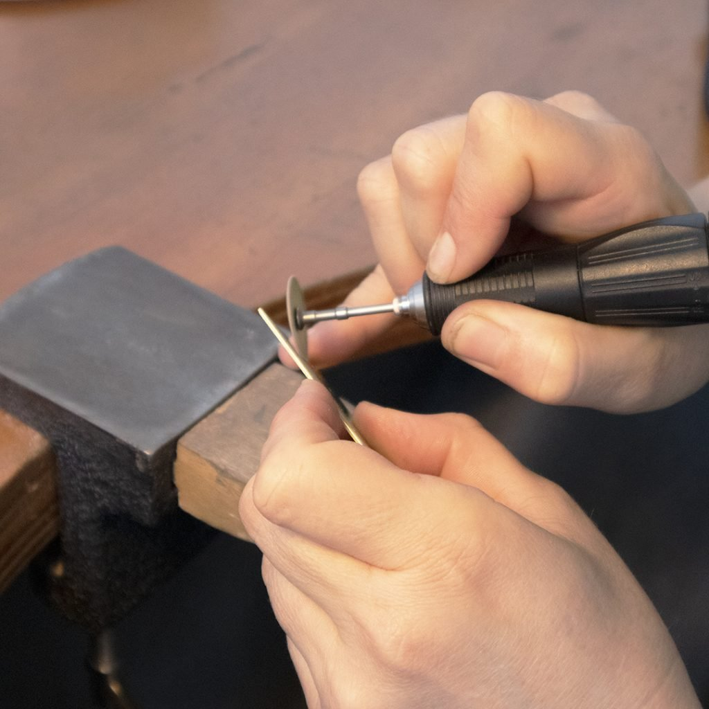 Hand wokring with micro motor on a jewellers peg